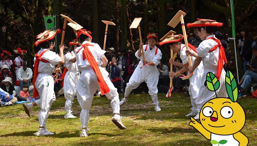 写真:「松尾山のお田植祭」福岡県・三社神社(4月19日頃)