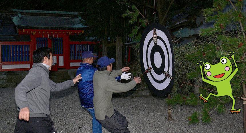 写真:「お弓神事」和歌山県東牟婁郡太地町・飛鳥神社(1月13日)