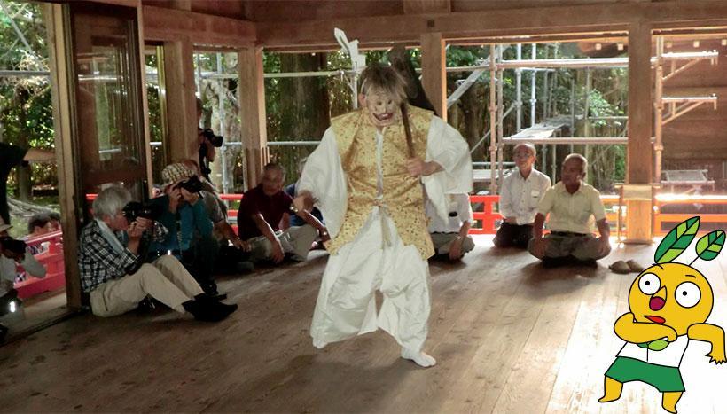 写真:「御田植祭り」鹿児島県南九州市・飯倉神社(7月第1日曜日)