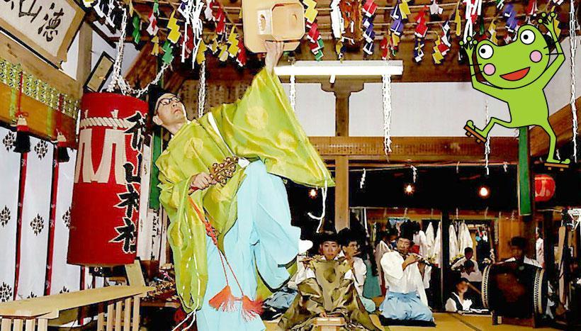 写真:「徳山神楽」静岡県榛原郡川根本町・徳山神社(10月第2日曜日)
